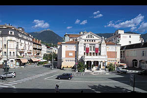 Meran Theaterplatz - [Nr.: meran-theaterplatz-001.jpg] - © 2006 www.drescher.it