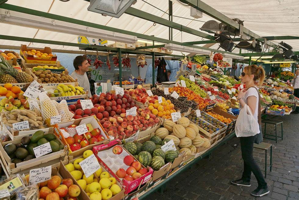 Bildagentur aus s dtirol mit fotos vom obstmarkt in bozen for Schuhschrank bozen 461 002